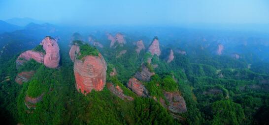立志5年打造湖南旅游新名片           (国家aaaa级旅游景区万佛山)