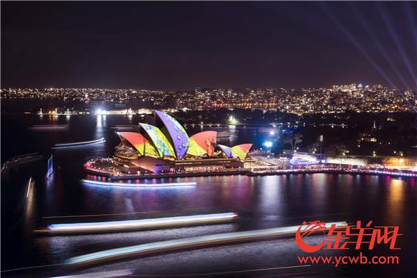 """在""""点亮悉尼""""的一刻,缤纷悉尼灯光音乐节拉开了帷幕.jpg"""