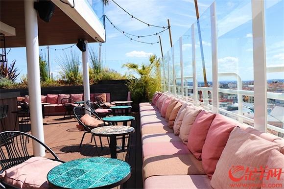 6露天酒吧是休闲人士的最爱.jpg