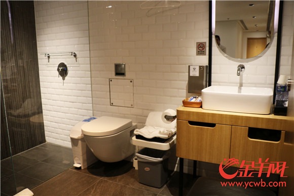 △在干净整洁的淋浴间洗个热水澡让你的疲惫一扫而光.jpg