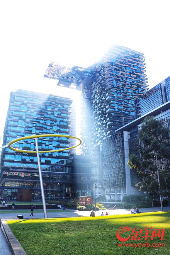 酒店特殊的结构设计让阳光可以充分地照射进每间房间.jpg