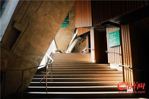 线条优美的悉尼歌剧院.jpg