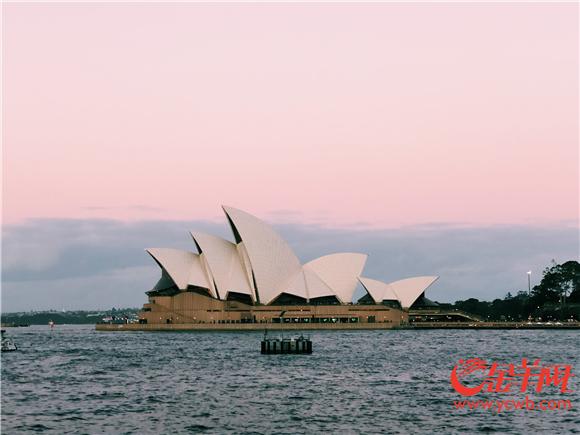 落日余晖下的悉尼歌剧院.jpg