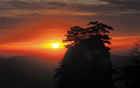 祖国有哪些名山大川_此时外出旅游登山,最不能错过的就是祖国那瑰丽的名山大川.