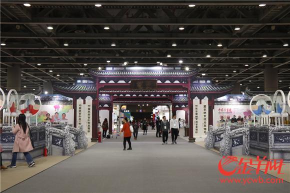 体育文化主题展区展示了丰富的体育文化展品.png