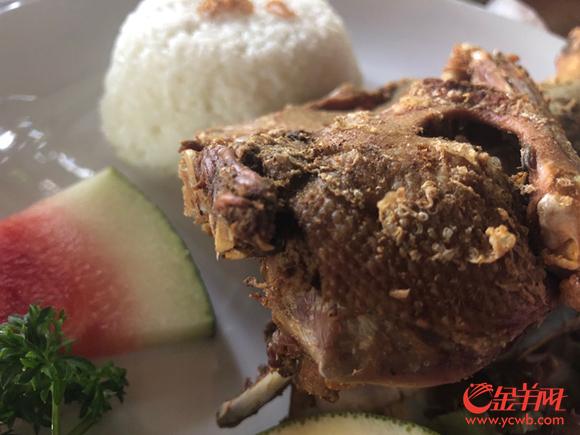 脏鸭餐极具巴厘岛特色,这可是到巴厘岛必吃的一道美食!