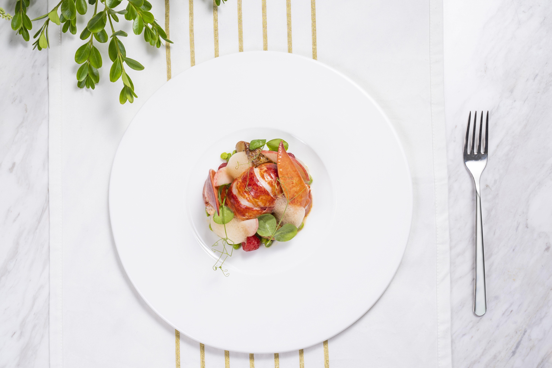 意轩特色菜 - 波士顿龙虾,青豆,树莓,香桃和肥肝.jpg